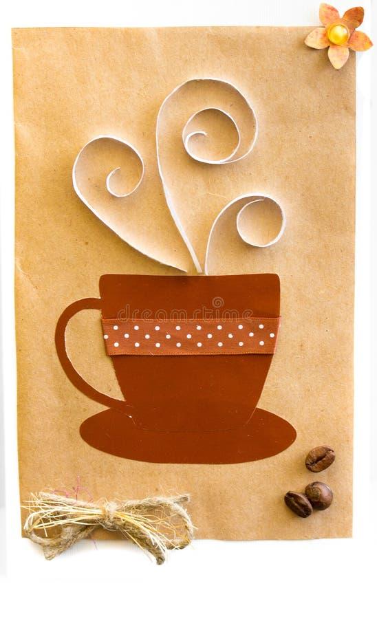 Ένα φλιτζάνι του καφέ στη χειροποίητη κάρτα στοκ φωτογραφία