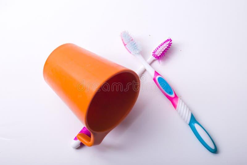Ένα φλυτζάνι οδοντοβουρτσών στοκ φωτογραφία