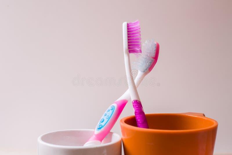 Ένα φλυτζάνι οδοντοβουρτσών στοκ φωτογραφία με δικαίωμα ελεύθερης χρήσης