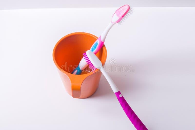 Ένα φλυτζάνι οδοντοβουρτσών στοκ εικόνα