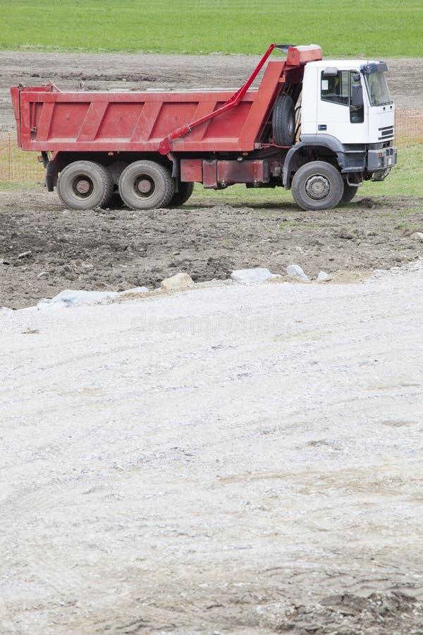 Ένα φορτηγό για τη μεταφορά του υλικού για το κτήριο στοκ φωτογραφίες