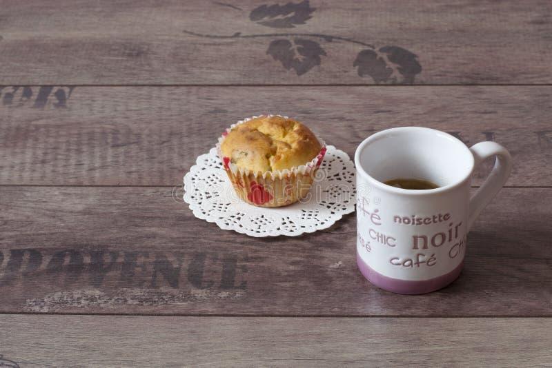 Ένα φλυτζάνι του offee και muffin στοκ εικόνα
