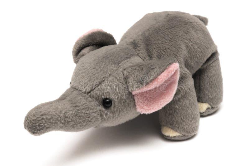 Ένα χαριτωμένο σκοτεινό γκρίζο μαλακό παιχνίδι ελεφάντων στοκ εικόνα