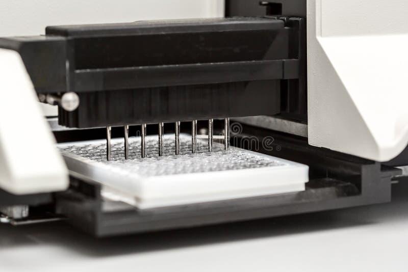 Ένα χημικό μπουκάλι δειγμάτων centrifuge Σύνολα δοκιμής σωλήνων φιαλιδίων για την ανάλυση στοκ φωτογραφία με δικαίωμα ελεύθερης χρήσης