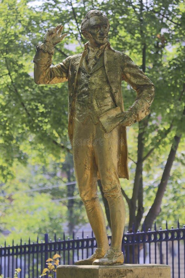 Ένα χρυσός-καλυμμένο άγαλμα του Thomas Paine βρίσκεται στο Parc Montsouris κατά μήκος της λεωφόρου Jourdan στο 14ο arr  το inscri στοκ εικόνα