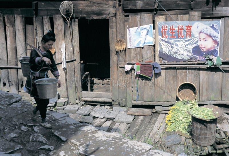 Άνθρωπος ήχων καμπάνας στη νοτιοδυτική Κίνα στοκ φωτογραφία με δικαίωμα ελεύθερης χρήσης
