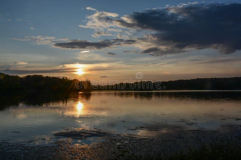 Ένα όμορφο ηλιοβασίλεμα στη λίμνη του Pierce στοκ εικόνα με δικαίωμα ελεύθερης χρήσης