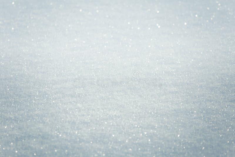 Ένα όμορφο σχέδιο κινηματογραφήσεων σε πρώτο πλάνο του χιονιού σε μια χειμερινή ημέρα στοκ φωτογραφίες