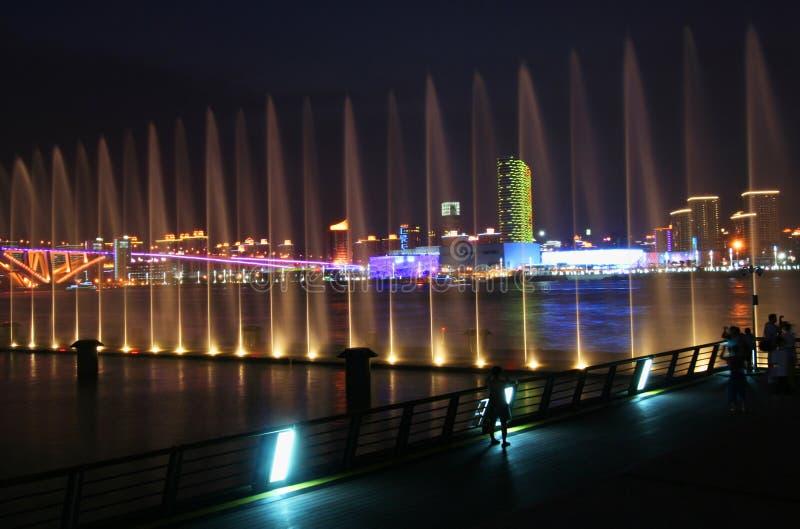 Ένα ύδωρ εμφανίζει κοίταγμα πέρα από τον ποταμό Huangpu στοκ εικόνες με δικαίωμα ελεύθερης χρήσης
