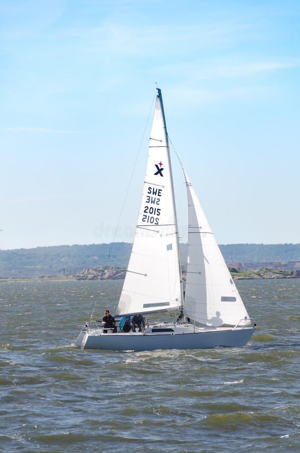 Ένα sailboat στη δυτική ακτή της Σουηδίας στοκ εικόνες