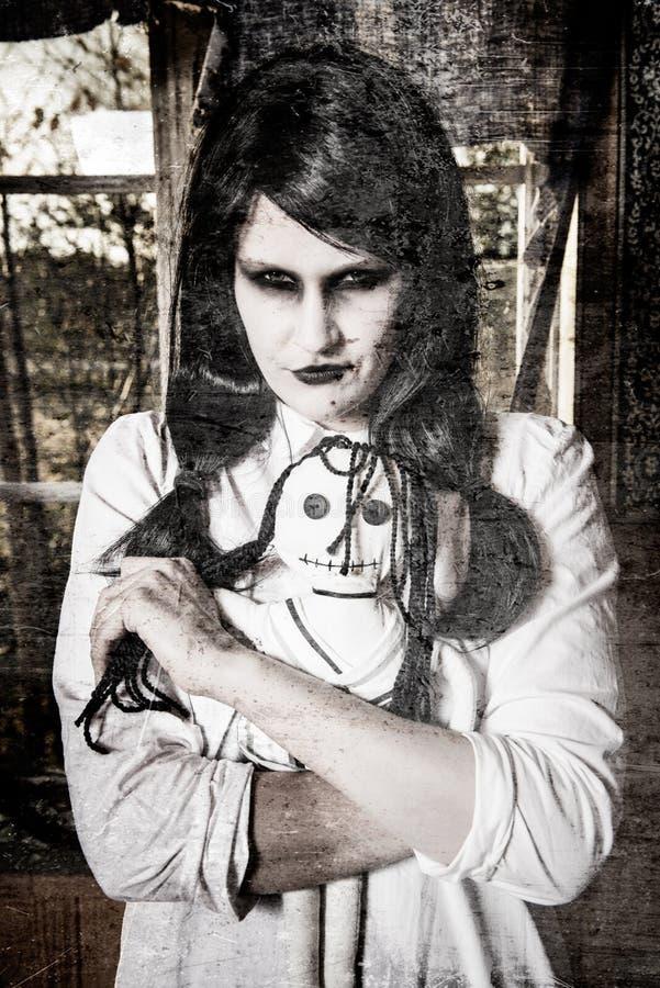 Ένα scary κορίτσι φαντασμάτων στοκ εικόνες