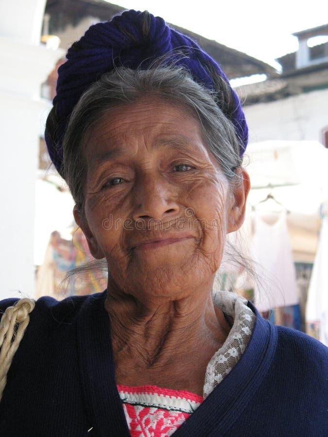 Ένδεια στο Σαντιάγο de Κούβα ένα θηλυκό πορτρέτο στα καλύτερα έτη της στοκ φωτογραφίες με δικαίωμα ελεύθερης χρήσης