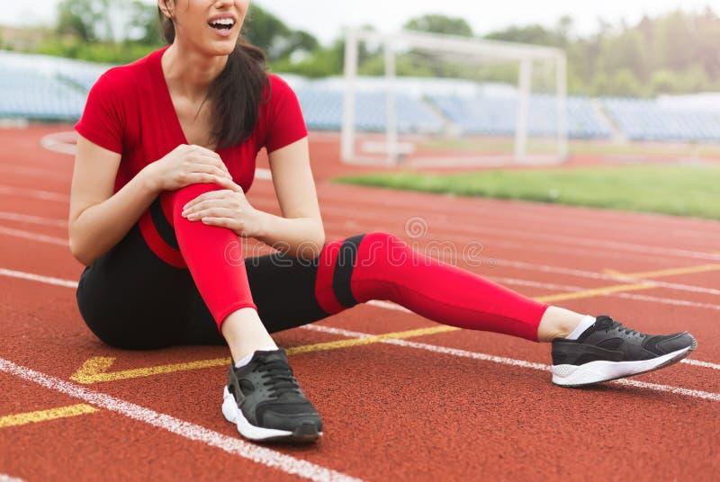 Έννοια αθλητικών τραυματισμών γονάτου στοκ εικόνα