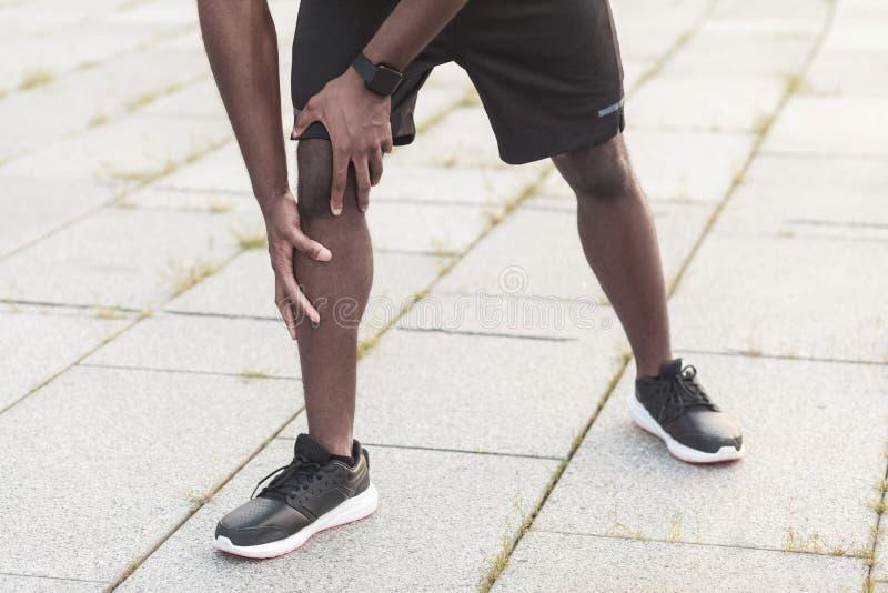 Έννοια αθλητικών τραυματισμών Προβλήματα με τις ενώσεις στους αθλητές μετά από την ΕΕ στοκ φωτογραφία με δικαίωμα ελεύθερης χρήσης