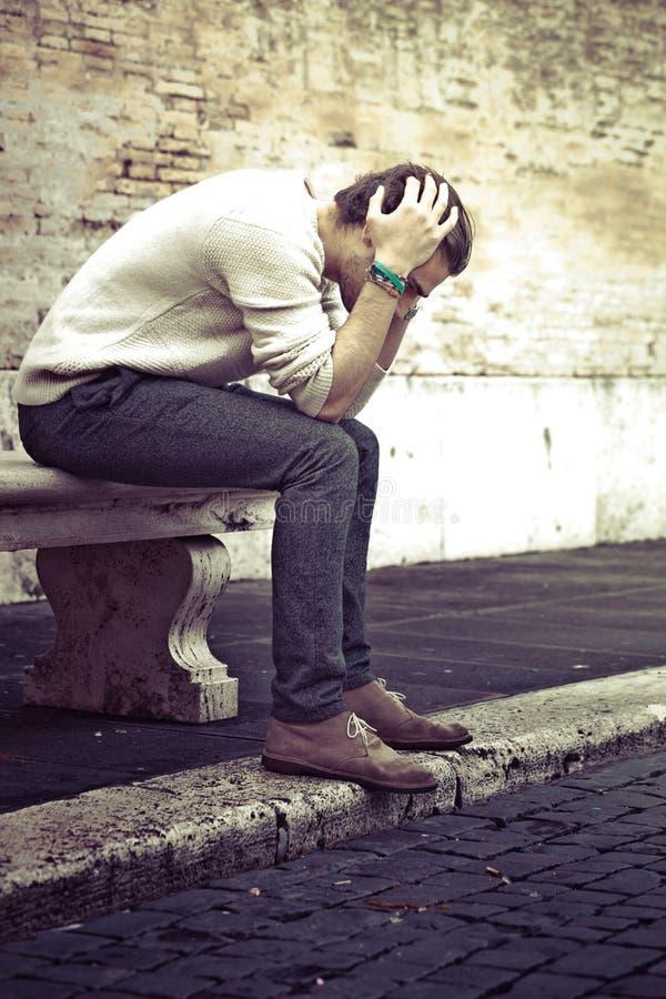 Έννοια ανησυχίας Νεαρός άνδρας με τα προβλήματα, απελπισία στοκ εικόνες με δικαίωμα ελεύθερης χρήσης