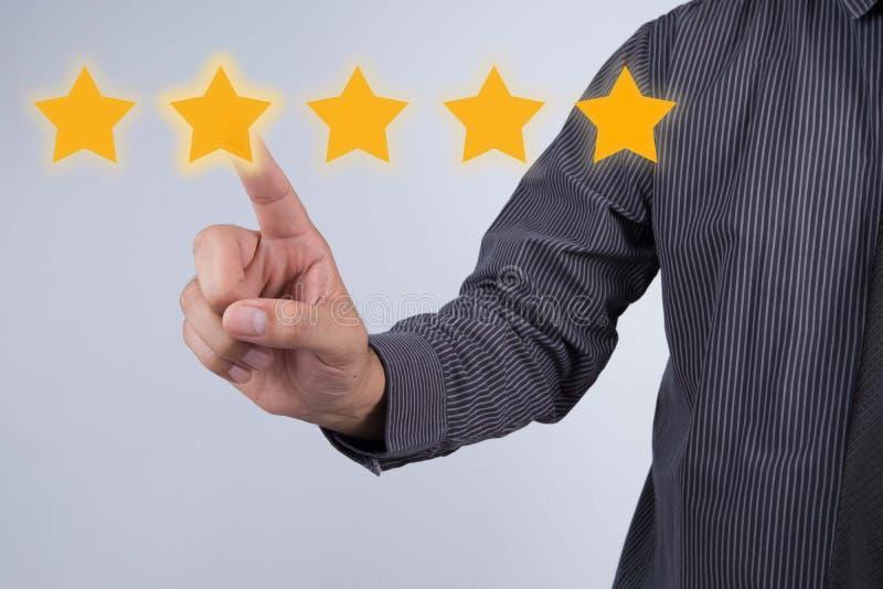 Έννοια αξιολόγησης Υπόδειξη επιχειρηματιών πέντε αστέρων την αύξηση ρ στοκ εικόνες με δικαίωμα ελεύθερης χρήσης
