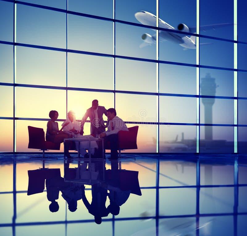 Έννοια απογείωσης αεροπλάνων συνεδρίασης της συζήτησης επιχειρησιακής ομάδας στοκ εικόνα