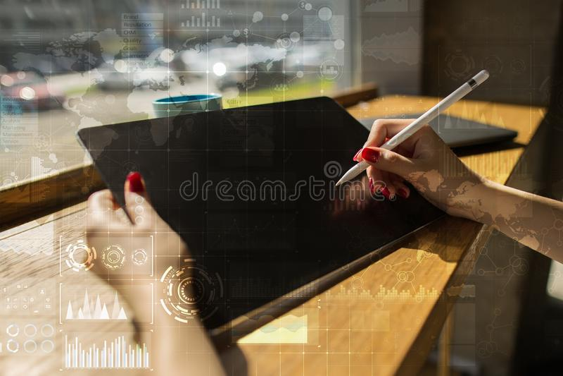 Έννοια Διαδικτύου, επιχειρήσεων και τεχνολογίας Υπόβαθρο εικονιδίων, διαγραμμάτων και γραφικών παραστάσεων στην εικονική οθόνη στοκ εικόνες με δικαίωμα ελεύθερης χρήσης