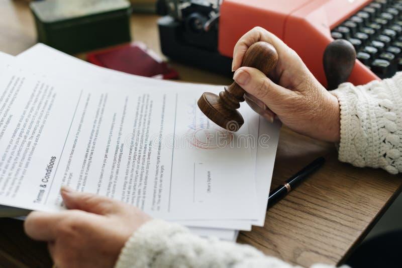 Έννοια εγγράφων αίτησης υποψηφιότητας σφράγισης στοκ φωτογραφία