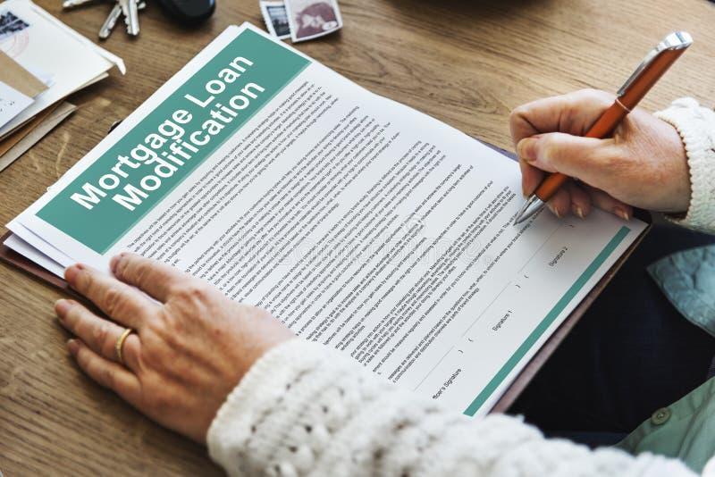 Έννοια εγγράφων τροποποίησης αιτήματος ενυπόθηκου δανείου στοκ φωτογραφίες