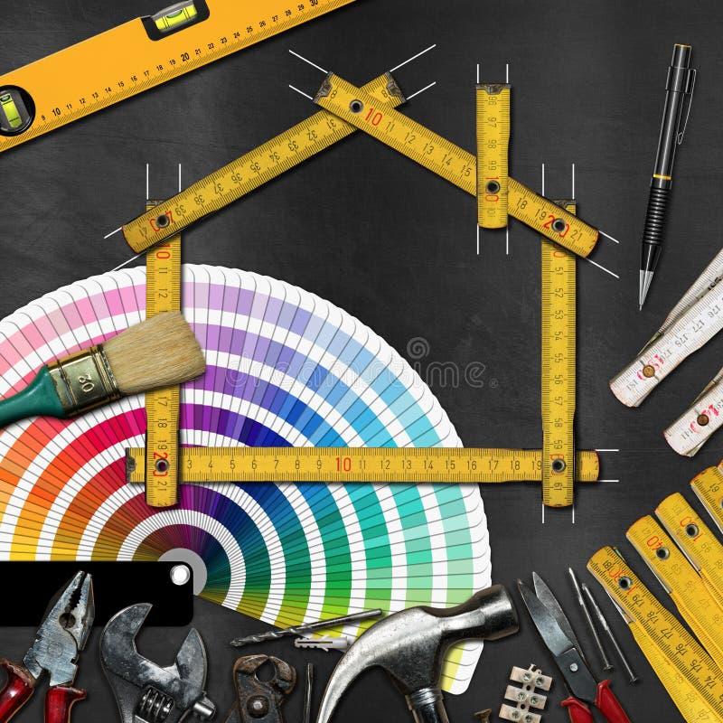 Έννοια εγχώριας βελτίωσης - εργαλεία και σπίτι εργασίας στοκ εικόνες με δικαίωμα ελεύθερης χρήσης