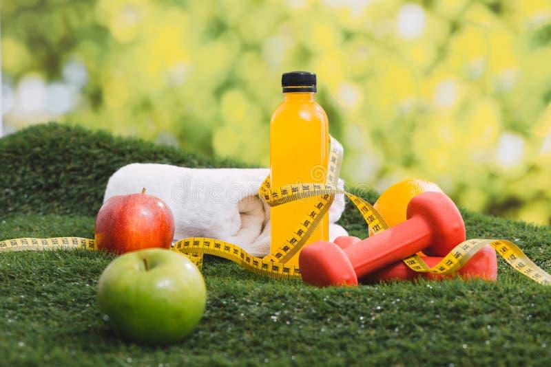 Έννοια εξοπλισμού ικανότητας και αθλητισμού και υγιεινής διατροφής στοκ φωτογραφίες με δικαίωμα ελεύθερης χρήσης