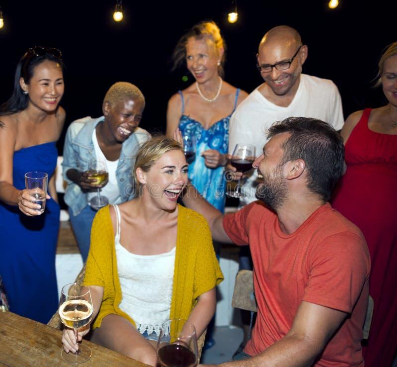 Έννοια εορτασμού ομάδας ανθρώπων στοκ φωτογραφία με δικαίωμα ελεύθερης χρήσης