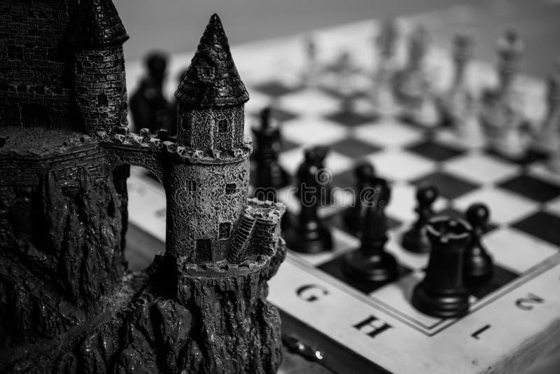 Έννοια επιτραπέζιων παιχνιδιών σκακιού των επιχειρησιακών ιδεών και του ανταγωνισμού Αριθμοί σκακιού για μια σκακιέρα Υπαίθριο υπ στοκ εικόνες με δικαίωμα ελεύθερης χρήσης