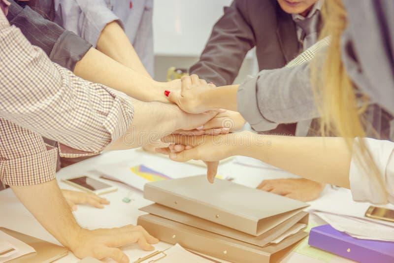 Έννοια, επιχειρηματίας και busine ομαδικής εργασίας επιχειρηματιών επιτυχίας στοκ φωτογραφίες με δικαίωμα ελεύθερης χρήσης