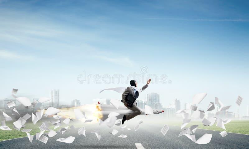 Έννοια επιχειρησιακής επιτυχίας και επιτεύγματος στόχων στοκ εικόνα με δικαίωμα ελεύθερης χρήσης