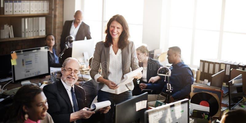 Έννοια εργαζομένων γραφείων εργασίας επιχειρησιακής ομάδας στοκ εικόνες