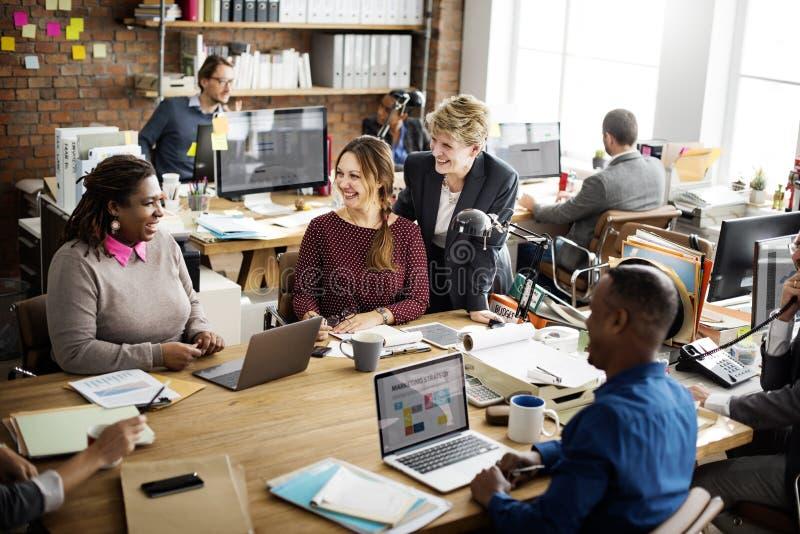 Έννοια εργαζομένων γραφείων εργασίας επιχειρησιακής ομάδας στοκ φωτογραφία