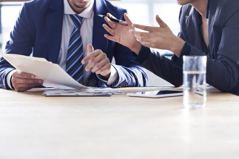 Έννοια εργασίας συζήτησης επιχειρηματιών στοκ εικόνες με δικαίωμα ελεύθερης χρήσης