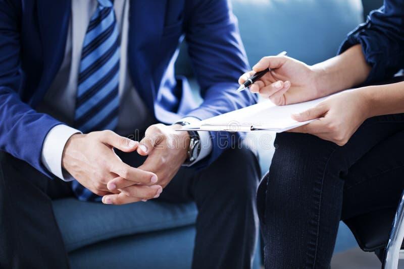 Έννοια εργασίας συμβούλων συζήτησης επιχειρηματιών στοκ εικόνα με δικαίωμα ελεύθερης χρήσης