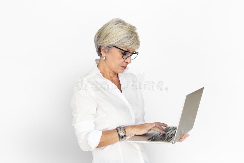 Έννοια εργασίας τεχνολογίας lap-top επιχειρηματιών στοκ φωτογραφία με δικαίωμα ελεύθερης χρήσης