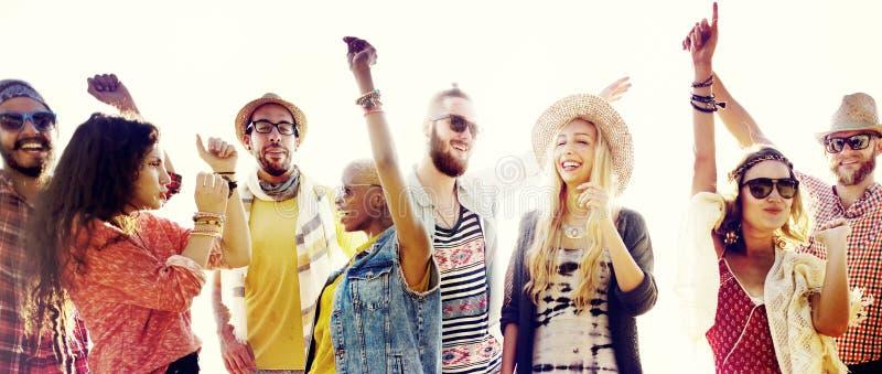Έννοια ευτυχίας κόμματος παραλιών φίλων εφήβων στοκ εικόνες με δικαίωμα ελεύθερης χρήσης