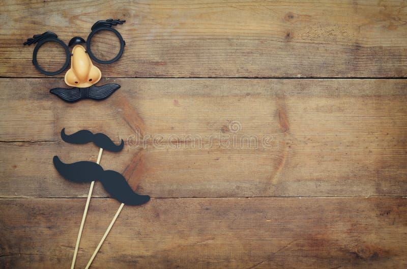 Έννοια διακοπών αποκριών Αστεία μάσκα mustache στοκ εικόνες