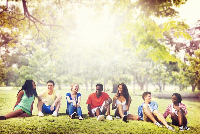 Έννοια διακοπών χαλάρωσης ομάδας φιλίας σπουδαστών στοκ φωτογραφίες με δικαίωμα ελεύθερης χρήσης
