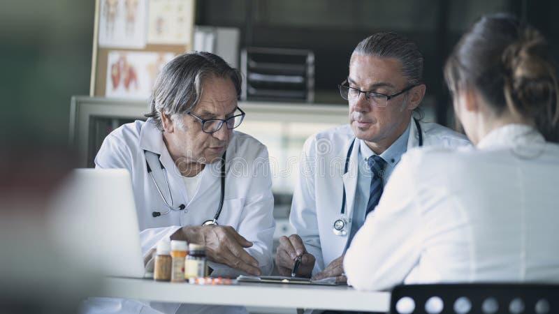 Έννοια ιατρικής υγειονομικής περίθαλψης υγείας γιατρών στοκ εικόνες