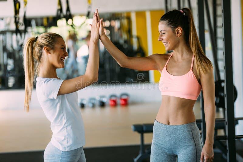 Έννοια ικανότητας, αθλητισμού, φιλίας και τρόπου ζωής στοκ εικόνα