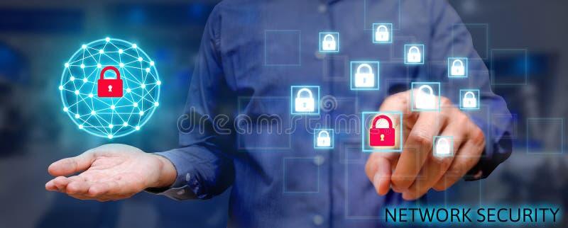Έννοια δικτύων ασφάλειας Cyber, νέο ασιατικό άτομο που κρατά το σφαιρικό ν