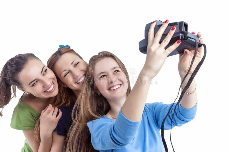 Έννοια και ιδέες τρόπου ζωής νεολαίας Τρία νέο θετικό Smilig Γ στοκ φωτογραφία