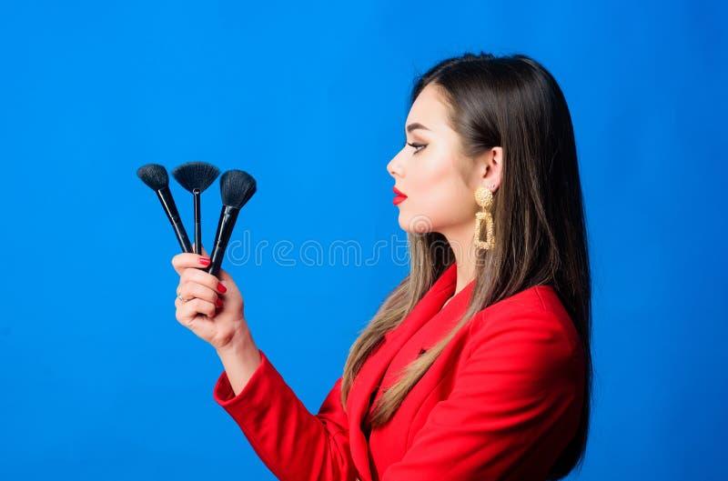 Έννοια καλλιτεχνών Makeup Να φανεί καλός και αίσθημα βέβαιος Επαγγελματικό κατάστημα προμηθειών makeup Σειρές μαθημάτων Makeup Πα στοκ εικόνες