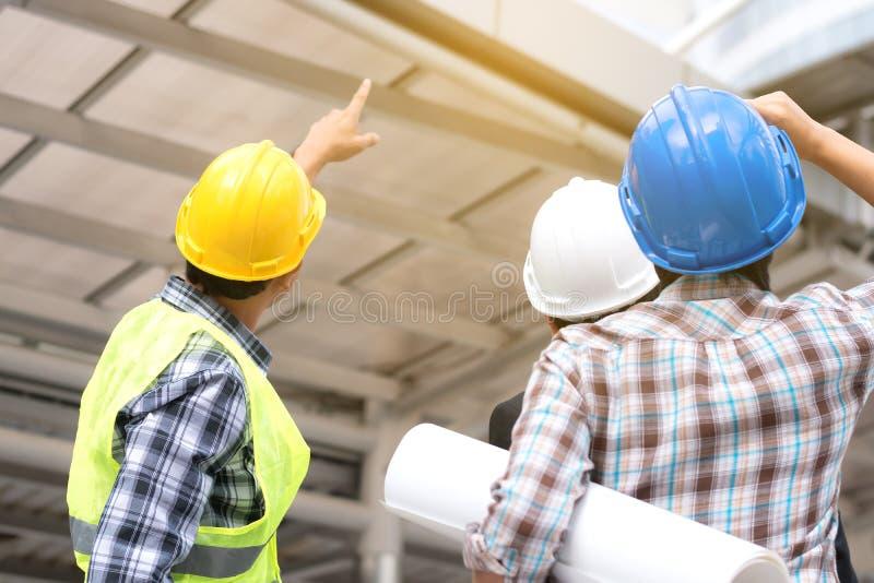 Έννοια κατασκευής εφαρμοσμένης μηχανικής: επαγγελματική ομάδα μηχανικών εγώ στοκ εικόνες