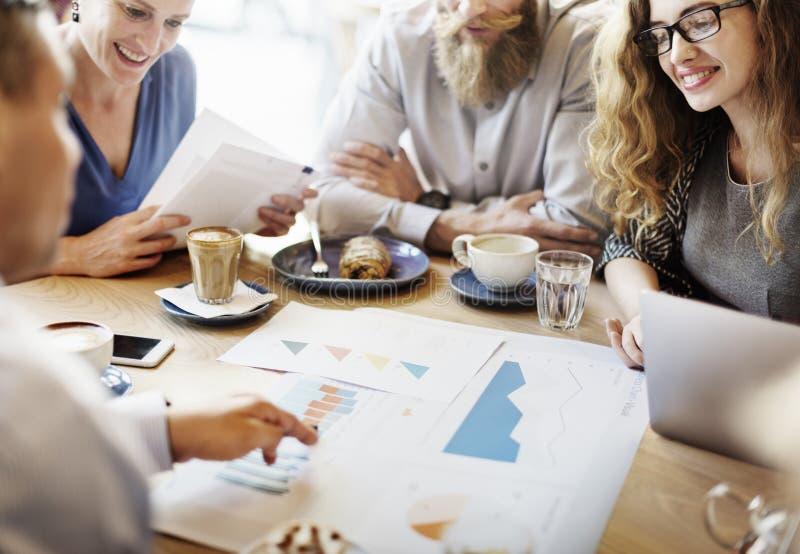 Έννοια καφέδων μάρκετινγκ στρατηγικής συνεδρίασης της επιχειρησιακής ομάδας στοκ φωτογραφίες