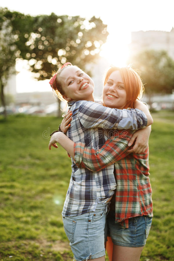 Έννοια καλύτερων φίλων, νέο θηλυκό δύο στοκ φωτογραφία