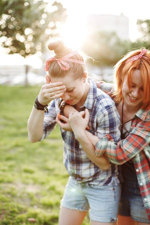Έννοια καλύτερων φίλων, νέο θηλυκό δύο στοκ εικόνα με δικαίωμα ελεύθερης χρήσης