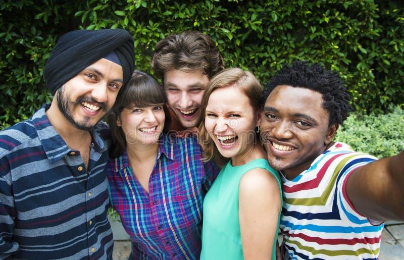 Έννοια κολλεγίου σύνδεσης ομαδικής εργασίας Groupie μαζί στοκ φωτογραφία
