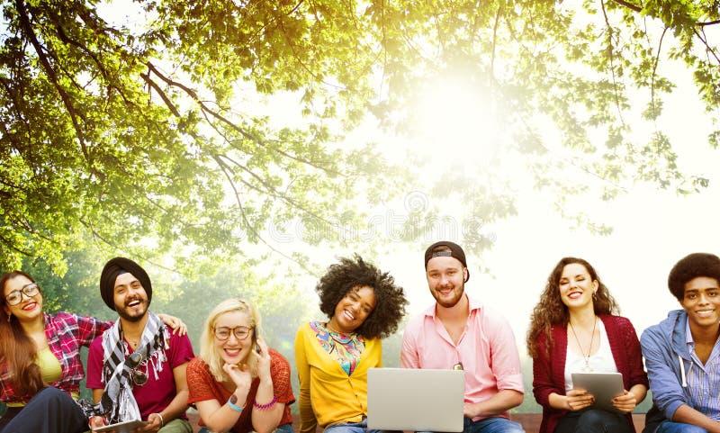 Έννοια ομάδας φιλίας φίλων εφήβων ποικιλομορφίας στοκ φωτογραφίες με δικαίωμα ελεύθερης χρήσης