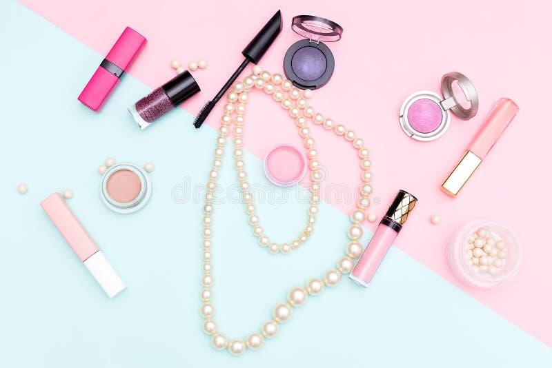 Έννοια ομορφιάς και μόδας Επίπεδος βάλτε τη σύνθεση στοκ φωτογραφίες